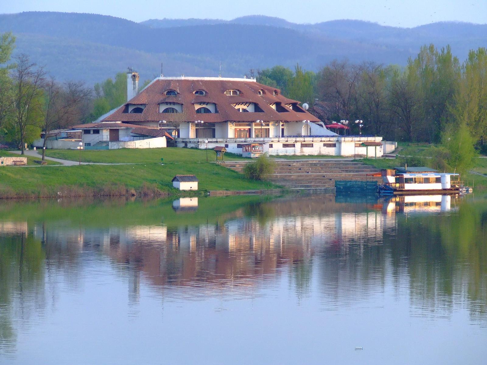 srebrno jezero online hotels in serbia. Black Bedroom Furniture Sets. Home Design Ideas